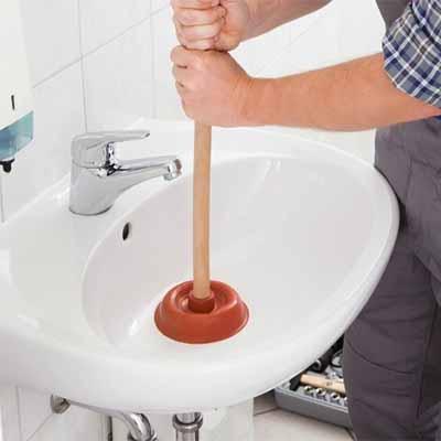 déboucher un évier avec une ventouse