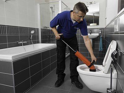 Comment déboucher les sanitaires : évier, baignoire, douche, WC et toilette
